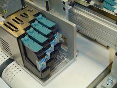 4 Hewlett Packard cartridges per printkop = 50 mm