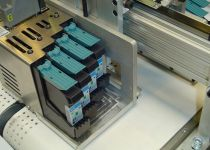 4 cartouches Hewlett Packard par tête d'impression = 50 mm